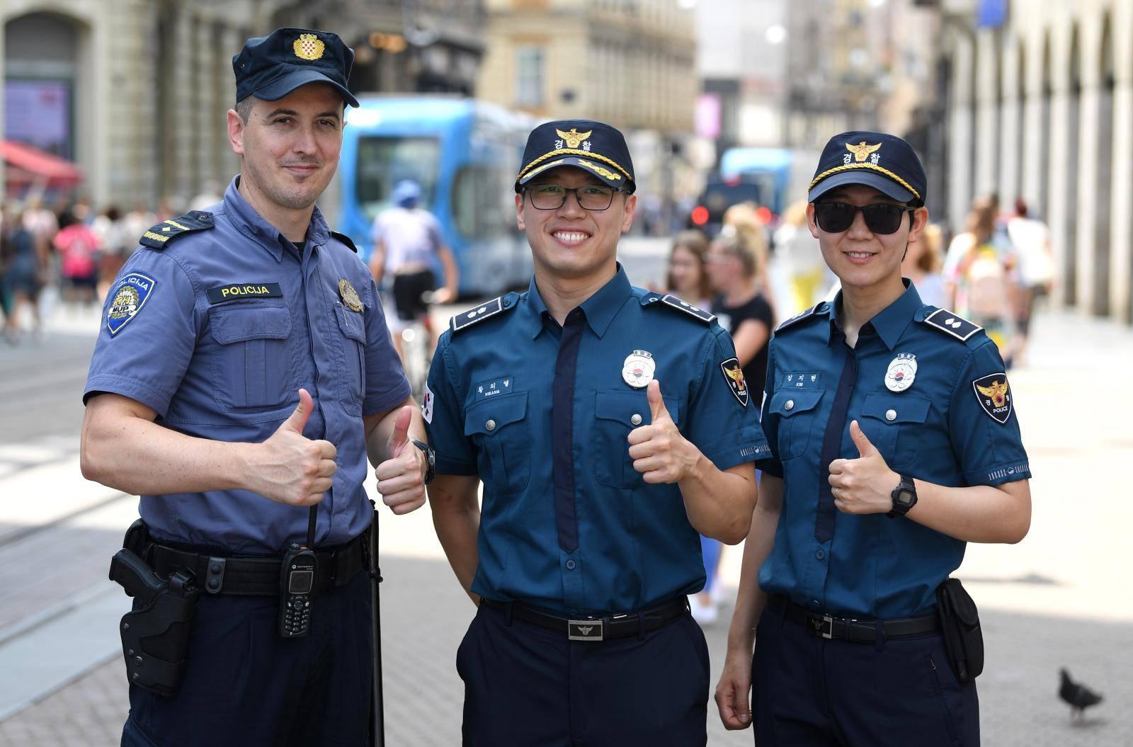 Korejski policajci: Svi se žele slikati s nama, popularni smo