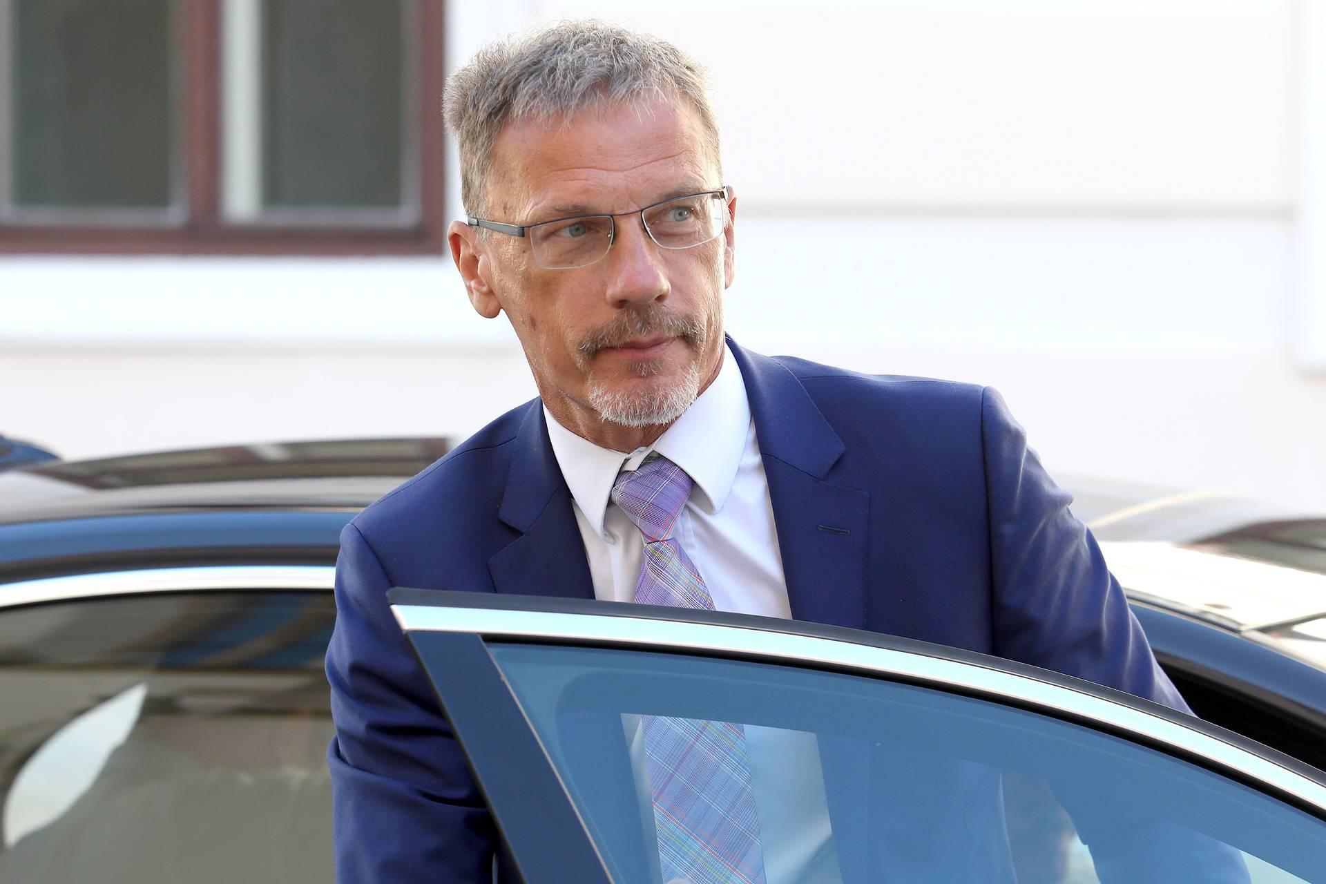 Zagreb: Guverner Vujčić dolazi na 6. sjednicu Nacionalnog vijeća za uvođenje eura