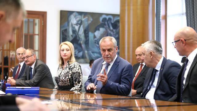 Zagreb: Milan Bandić predao liste za parlamentarne izbore