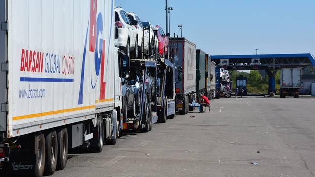 Zbog kvara sustava kamioni tri dana stoje pred ulazom u BIH