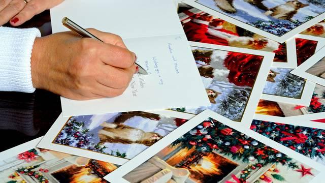 Inspirativne i duhovite poruke na božićnim čestitkama: Usreći i nasmij svoje najmilije, treba im