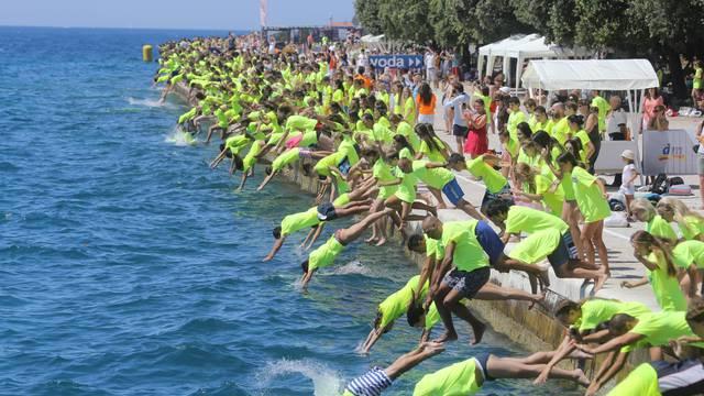 Milenijski skok: Tisuće Zadrana istovremeno je skočilo u more