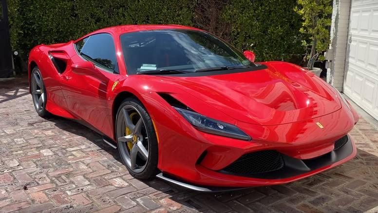Srbin dao sinu Ferrari za izlazak - ovaj se zabio u prometni znak i slupao auto od 250.000 eura
