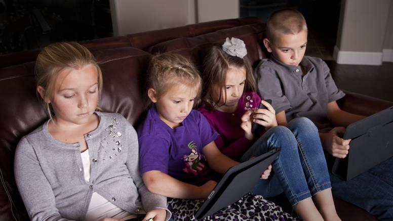 Djeca puno lošije spavaju zbog večernjeg igranja na mobitelu