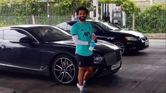 Salah stigao na benzinsku: Sve gorivo išlo je na njegov račun!