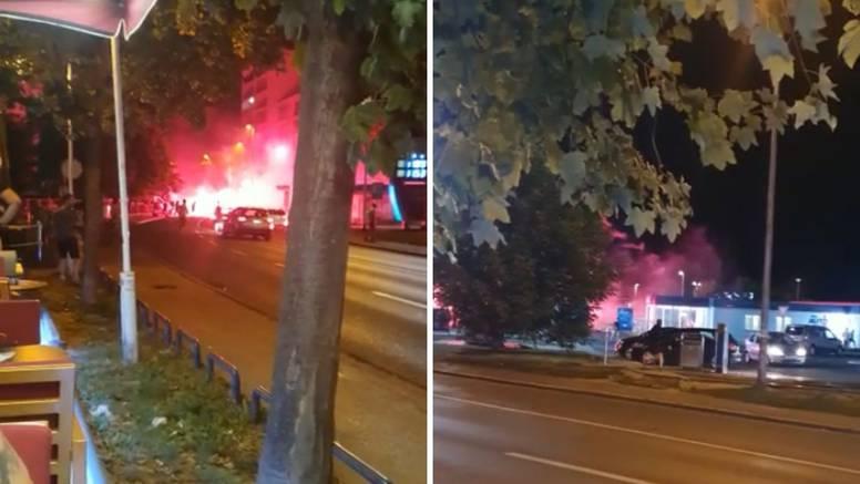 Građani u šoku: 'Navijači su se mlatili, a policajci sjede u autu'