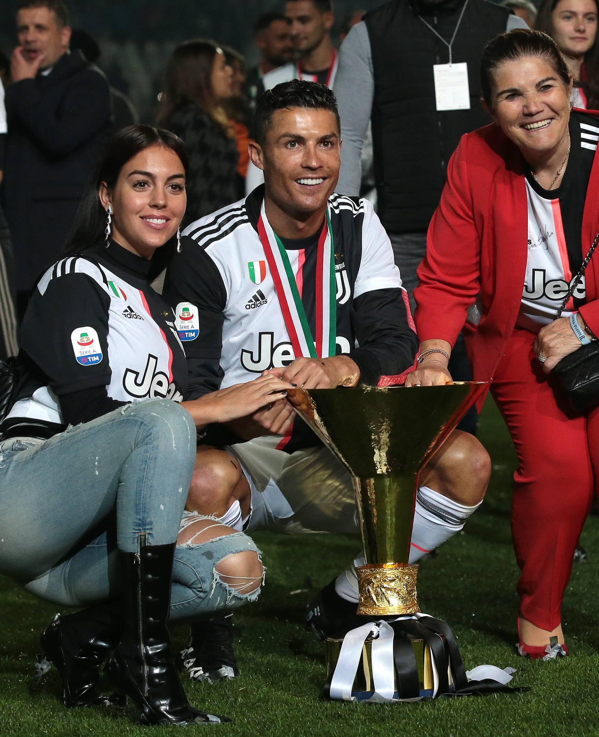 Drži se, Ronaldo: Majka imala moždani, odvezli je u bolnicu!