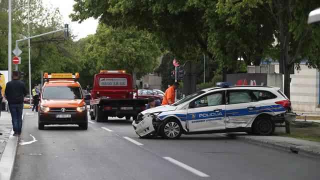 Split: U prometnoj nesreći sudjelovali osobno vozilo, bicikl i policijsko vozilo