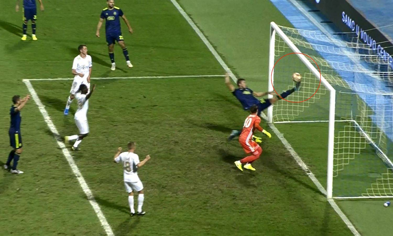 Ferencvaroš spasili centimetri: Je li cijela lopta bila iza linije?