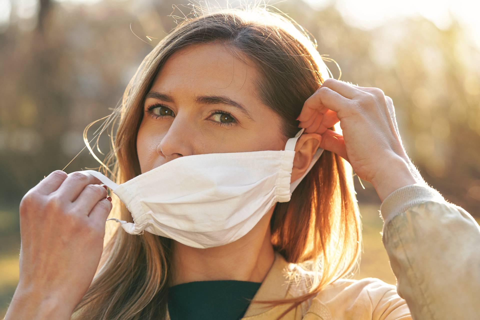 Isprobala je 5 tehnika s kojima maska ne pokvari šminku: Neke su za kratke šetnje, a neke duže