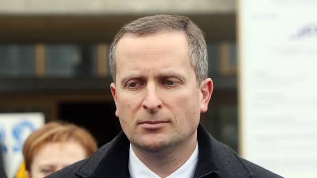 Nova afera u Vladi: Pomoćnik ministra namlatio maloljetnika