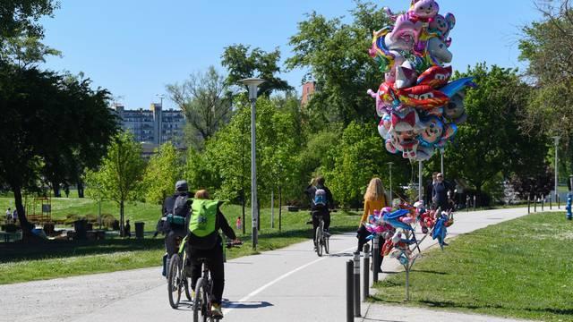zagreb: Građani uživali u sunčanom nedjeljnom prijepodnevu na Bundeku
