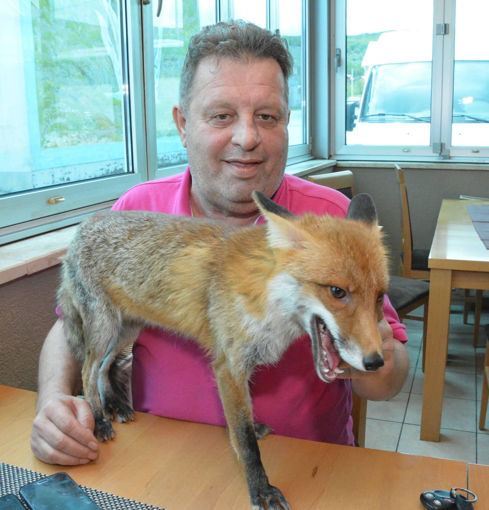 Macola  je udomio mladunče: Svaki dan kuham svom liscu