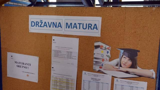 Slavonski Brod: U srednjim skolama u tijeku je polaganje ispita drzavne mature