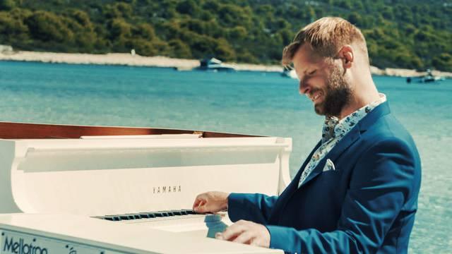Pijanist uplovio s klavirom u more: 'Za sve velike stvari  u životu moraš pomalo biti i lud'