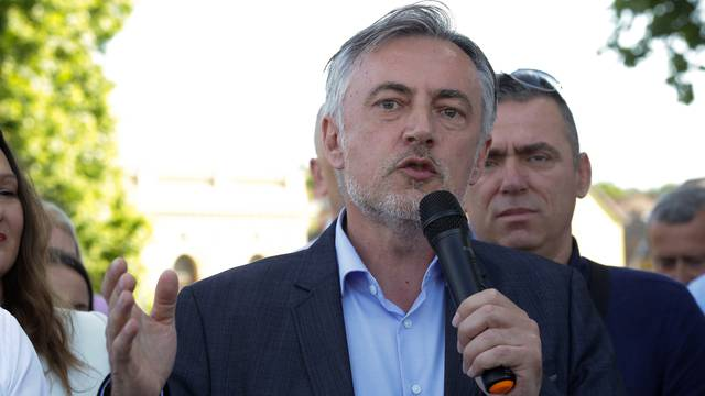 Škoro: Vlada je počinila štetu, pogodovali su grupaciji iz Srbije