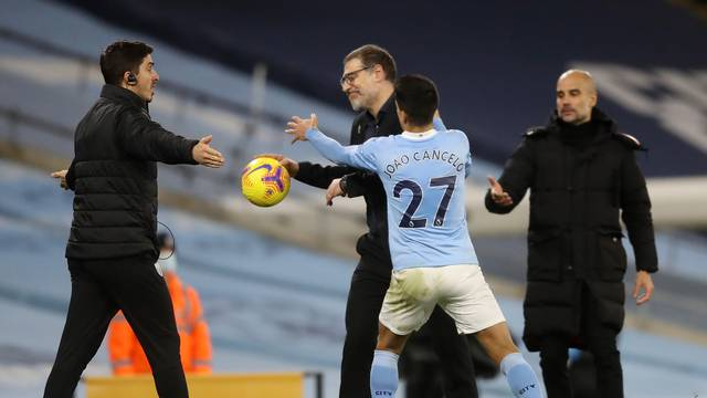 Premier League - Manchester City v West Bromwich Albion