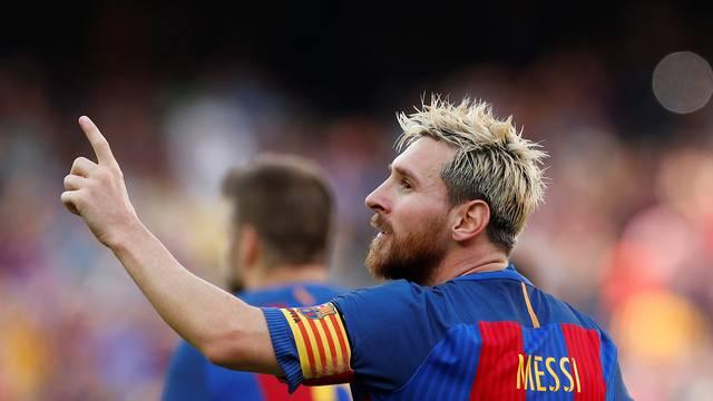 Football Soccer - Barcelona v Real Betis - Spanish La Liga Santander - Camp Nou stadium