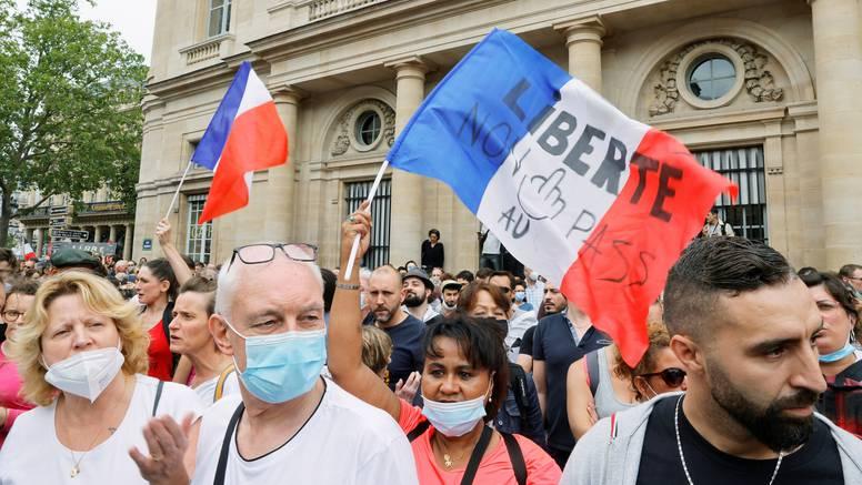 Prosvjedi u Francuskoj protiv covid potvrda, oko 215 skupova