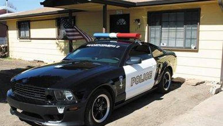 Od Mustanga je napravio pravu policijsku limuzinu