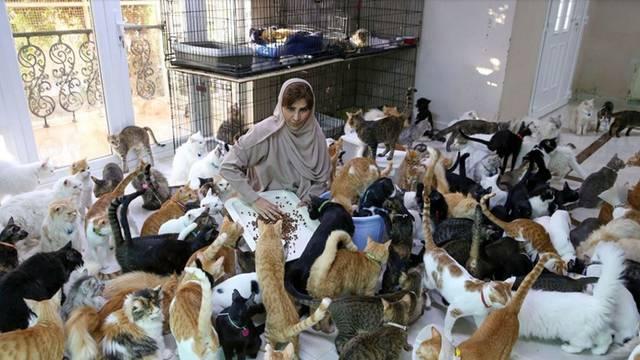 Žena koja živi s 500 životinja