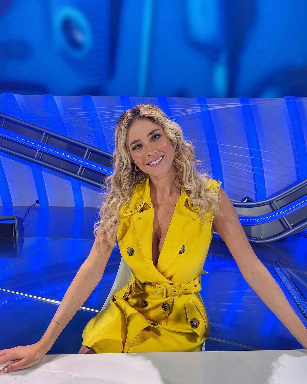 Diletta opet na poslu: Zasjala u žutoj haljini dubokog proreza