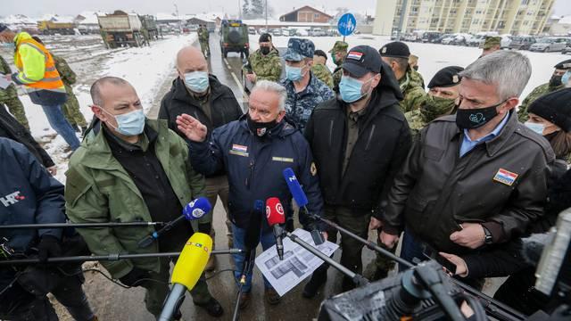 Petrinja: Obilazak vojske koja priprema prostor za kontejnersko naselje