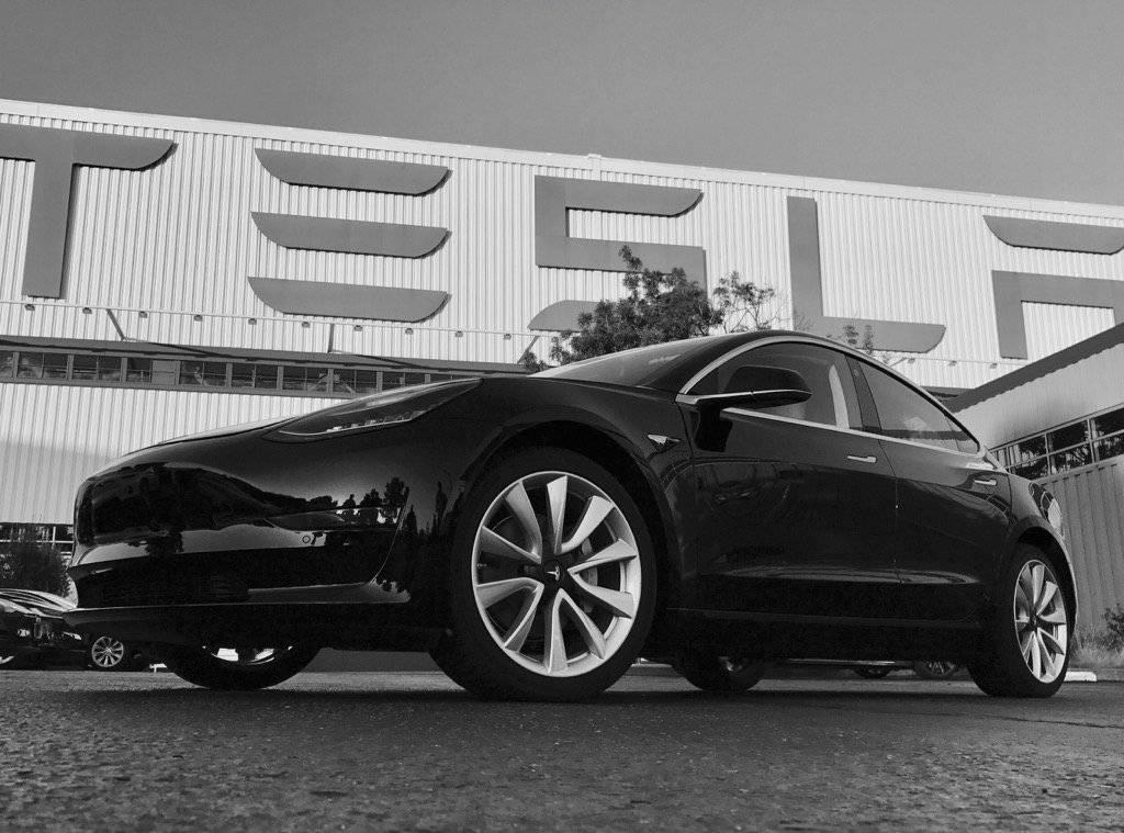 Tesla dijeli tisuće otkaza: Žele spustiti cijenu svog Modela 3