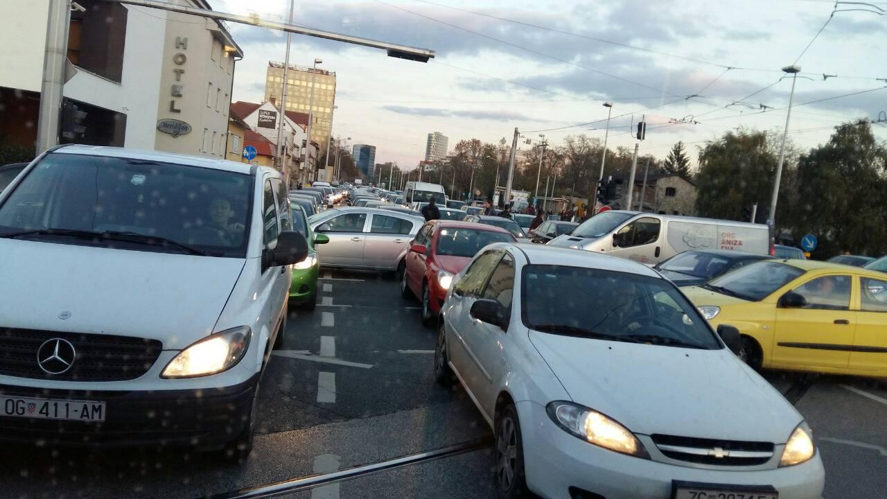 Nitko se nije micao: Neviđen kolaps na Držićevoj u Zagrebu