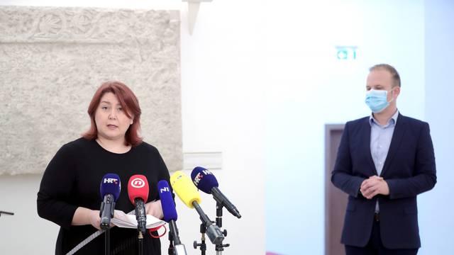 Zagreb: U pauzi saborske sjednice Ivana Posavec Krivec i Mišel Jakšić obratili se novinarima