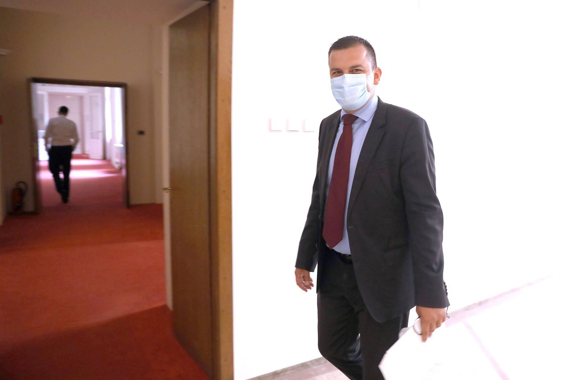 Zagreb: Dario Hrebak nakon negativnog testa na COVID-19 došao u Hrvatski sabor
