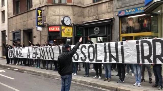 Fašistički dernek u Italiji: Slave Mussolinija, vrijeđaju Bakayoka