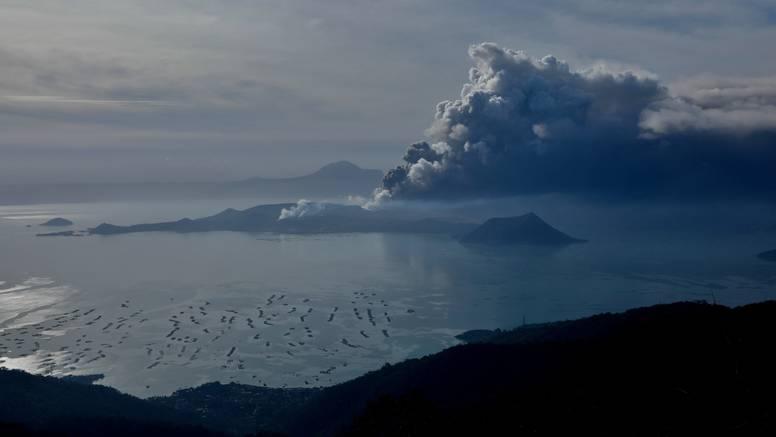 Vulkan izbacuje lavu, opasna je erupcija moguća kroz par sati