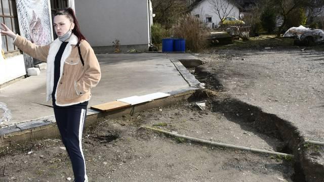 Mještani u strahu: Pojavio se veliki rasjed u selu kod Siska