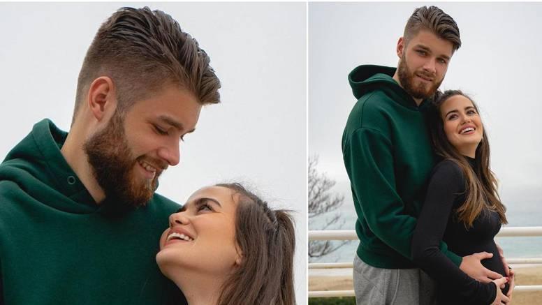 Duje Ćaleta-Car puca od ponosa, Adriana objavila prve trudničke fotke: 'Naša ljubav još je jača'