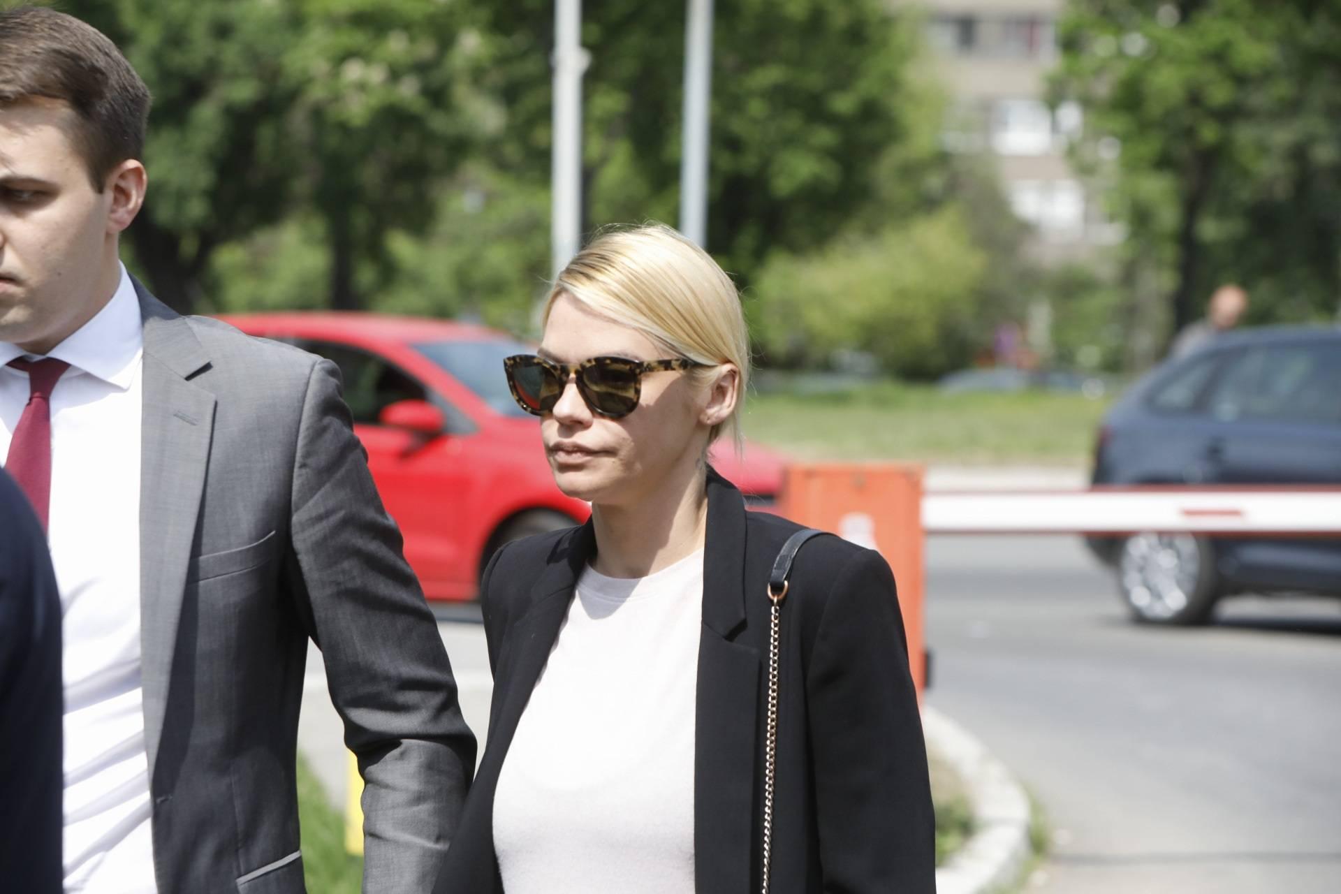 Bekvalac na sudu izbjegavala muža, a on se štitio od punca