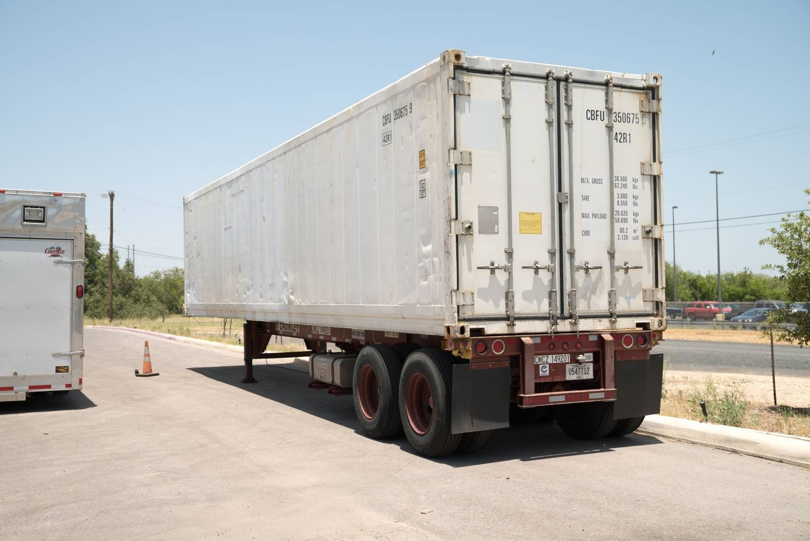 Pandemic-hit Arizona, Texas counties order coolers, refrigerated trucks for bodies