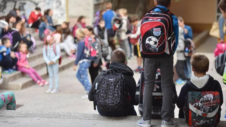Popuštaju mjere u školama, ali i logika: Osnovnjaci bez maski na metar i pol, a srednjoškolci na 2