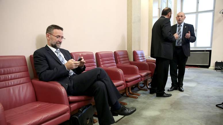 Plagijator Barišić doista ne bi smio više ostati u ovoj Vladi
