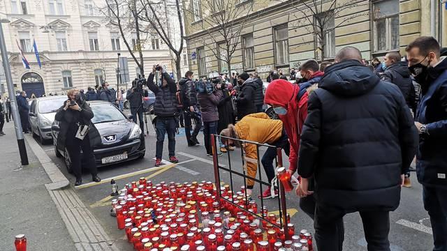 Poduzetnici palili lampione pred Ministarstvom financija