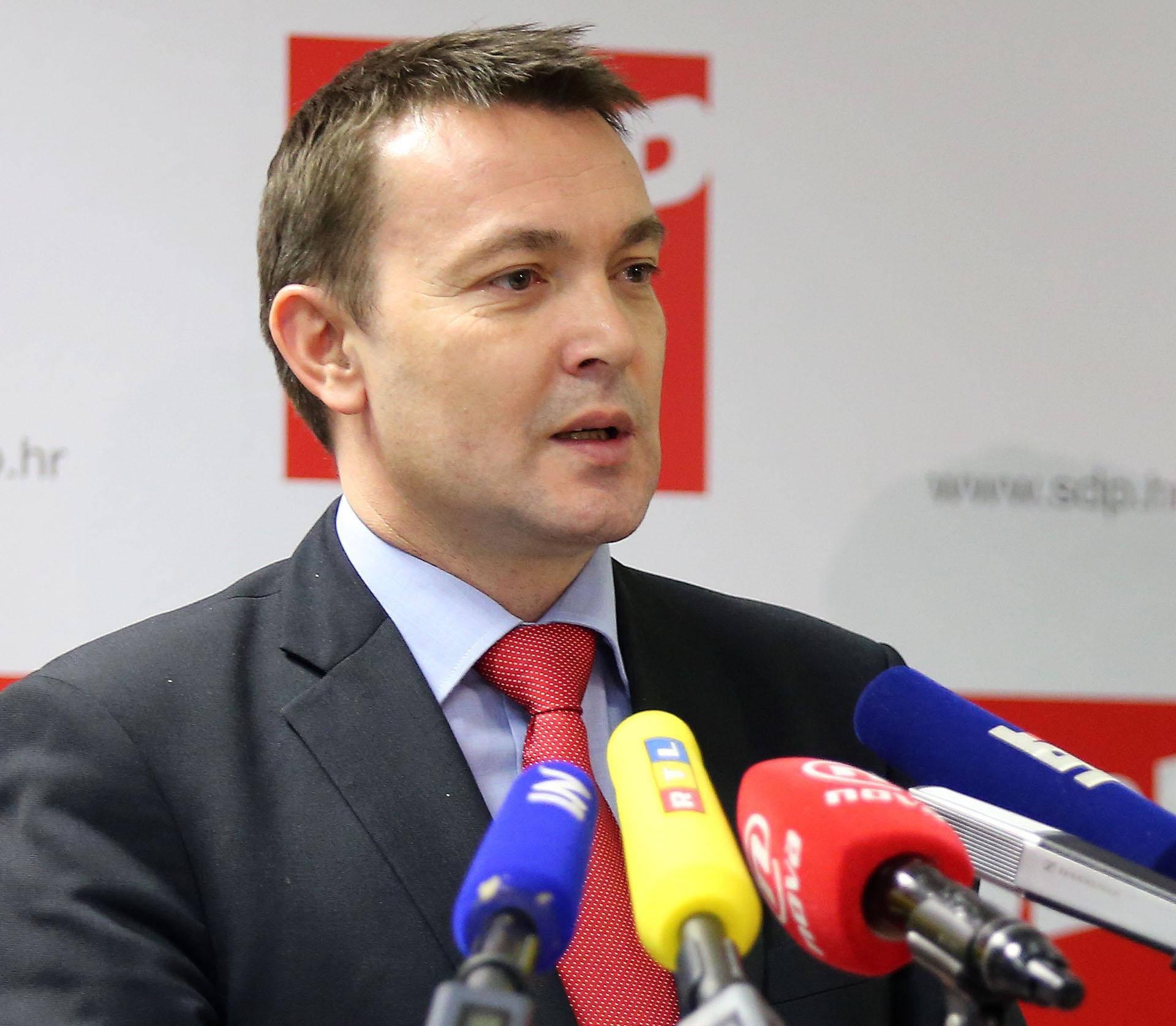 Plenković žrtvovao Kuščevića kako bi spasio sebe, kaže Bauk