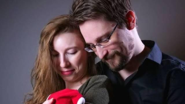 Edward Snowden je dobio sina