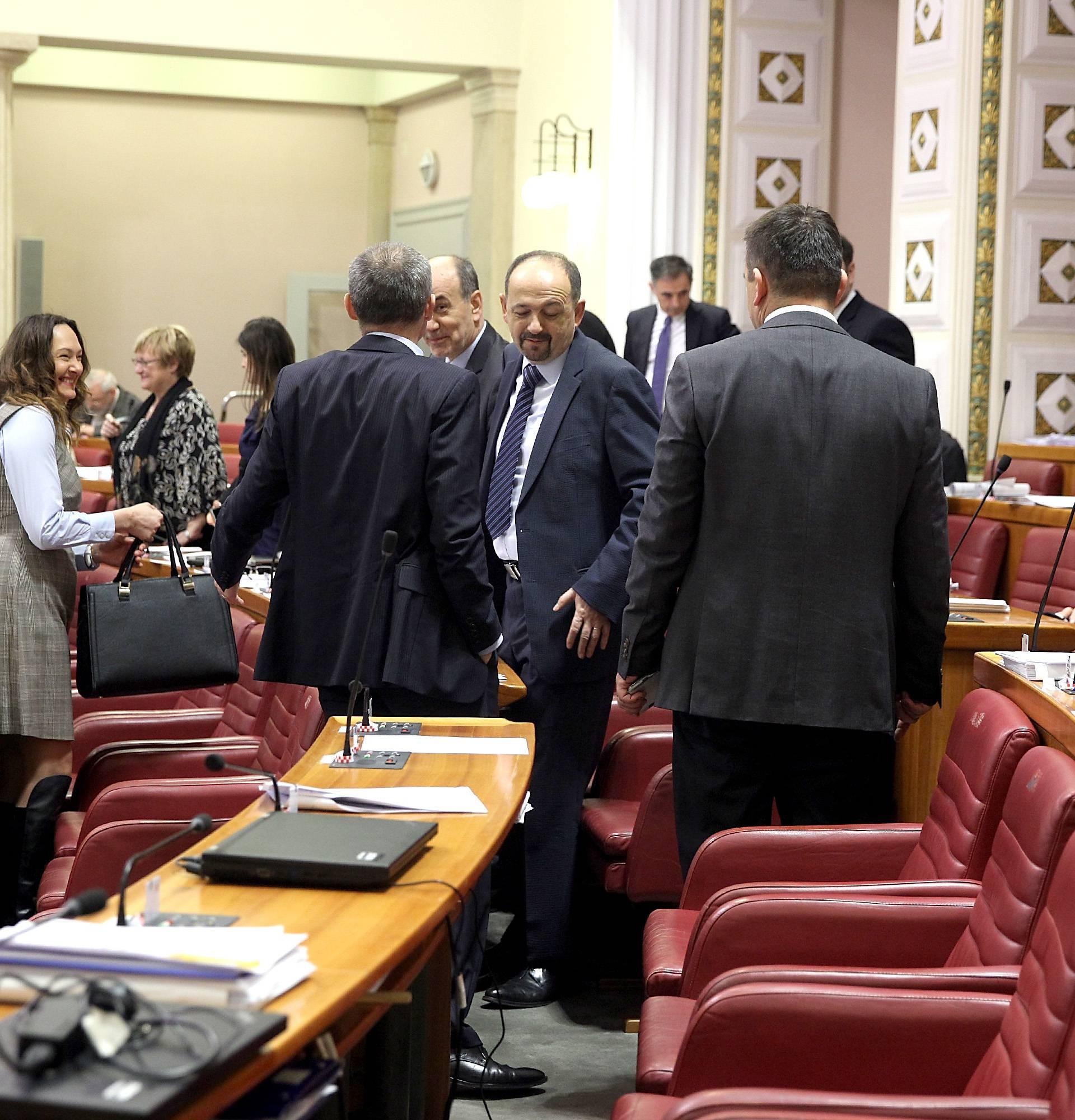 Traže ostavku Hasanbegovića: 'Na rubu smo da se potučemo'