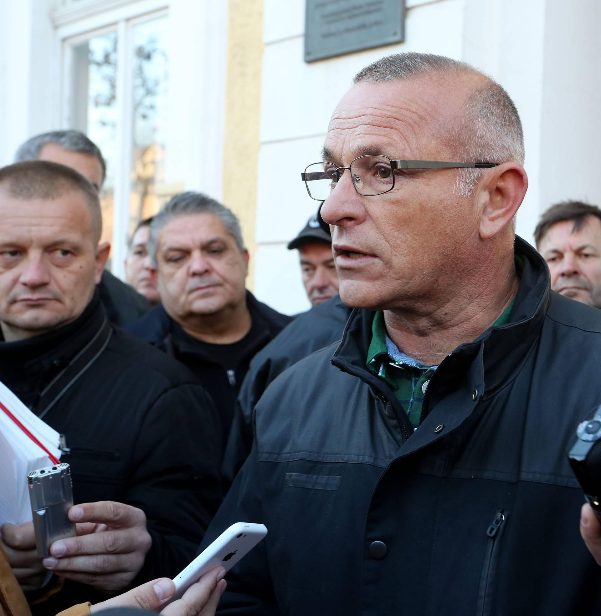 Prosvjed u Vukovaru: 'Kome smeta procesuiranje zločina?'