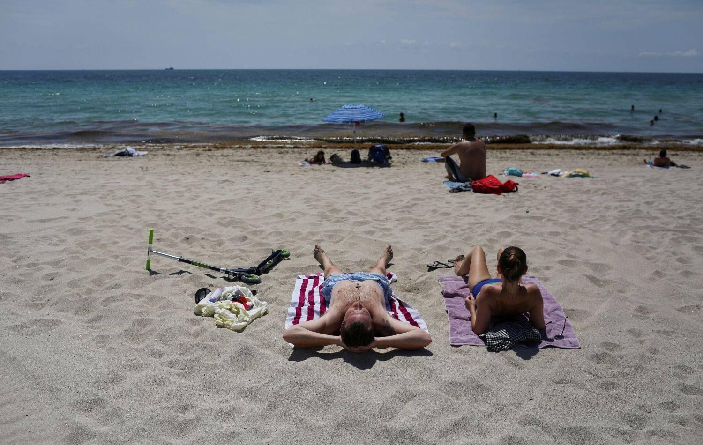 Miami je otvorio svoju predivnu plažu, no i dalje ljudi ne smiju biti previše blizu jedni drugima