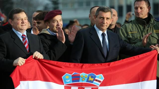 Grabar Kitarović  odlikovala je generale Gotovinu i Markača