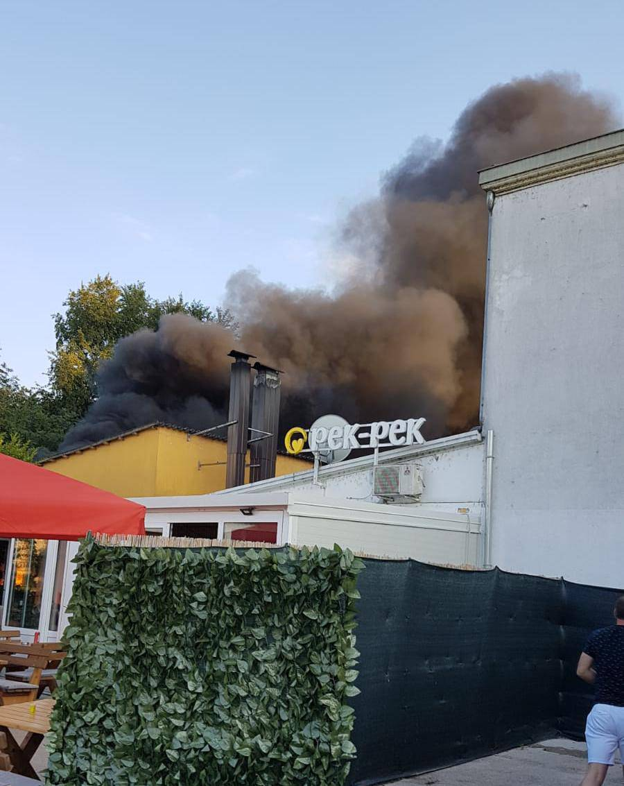 Zapalilo se skladište pekarnice u Zmijavcima: Dim je ogroman!
