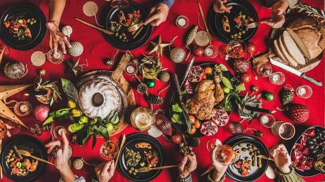 Uživajte u Božiću bez straha od debljanja: Budite zajedno vani, šećite žustro  i jedite više povrća