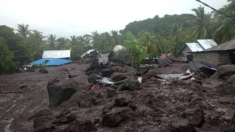 Tragedija u Indoneziji: Deseci mrtvih u odronima i poplavama