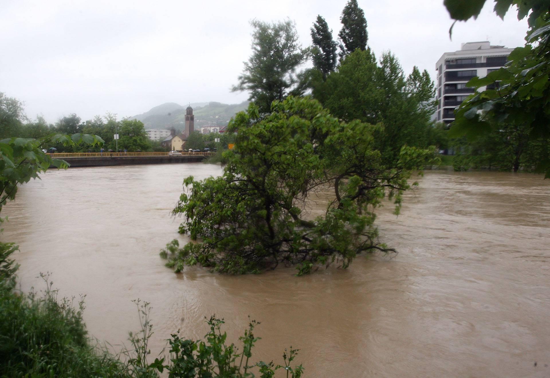 Misteriozne prometne nesreće: Tri auta završila u rijeci Vrbas